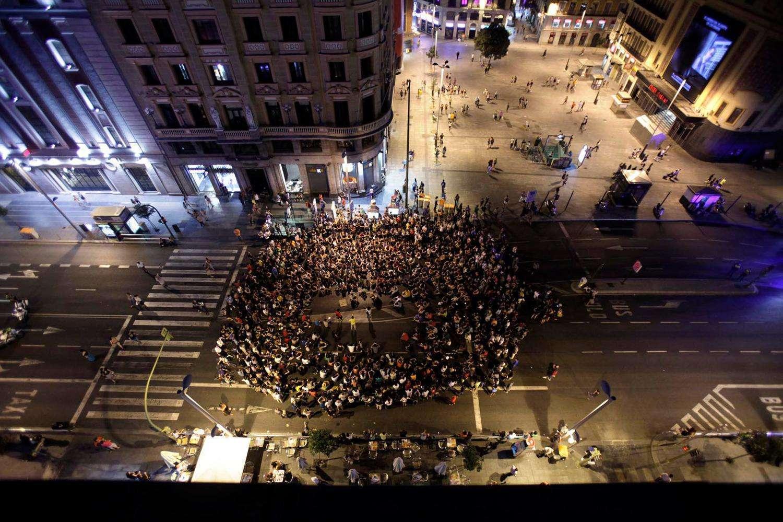 Una asamblea del 15M en la Gran Vía de Madrid. Olmo Calvo